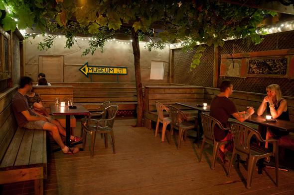 201476-romantic-patios-toronto